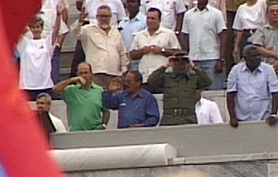 images/stories/foto3/1-maj-1999_Fidel_med_kikkert.jpg